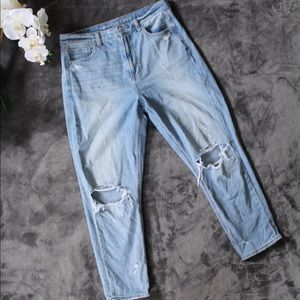 🦋NEW LISTING🦋American Eagle distressed mom jeans